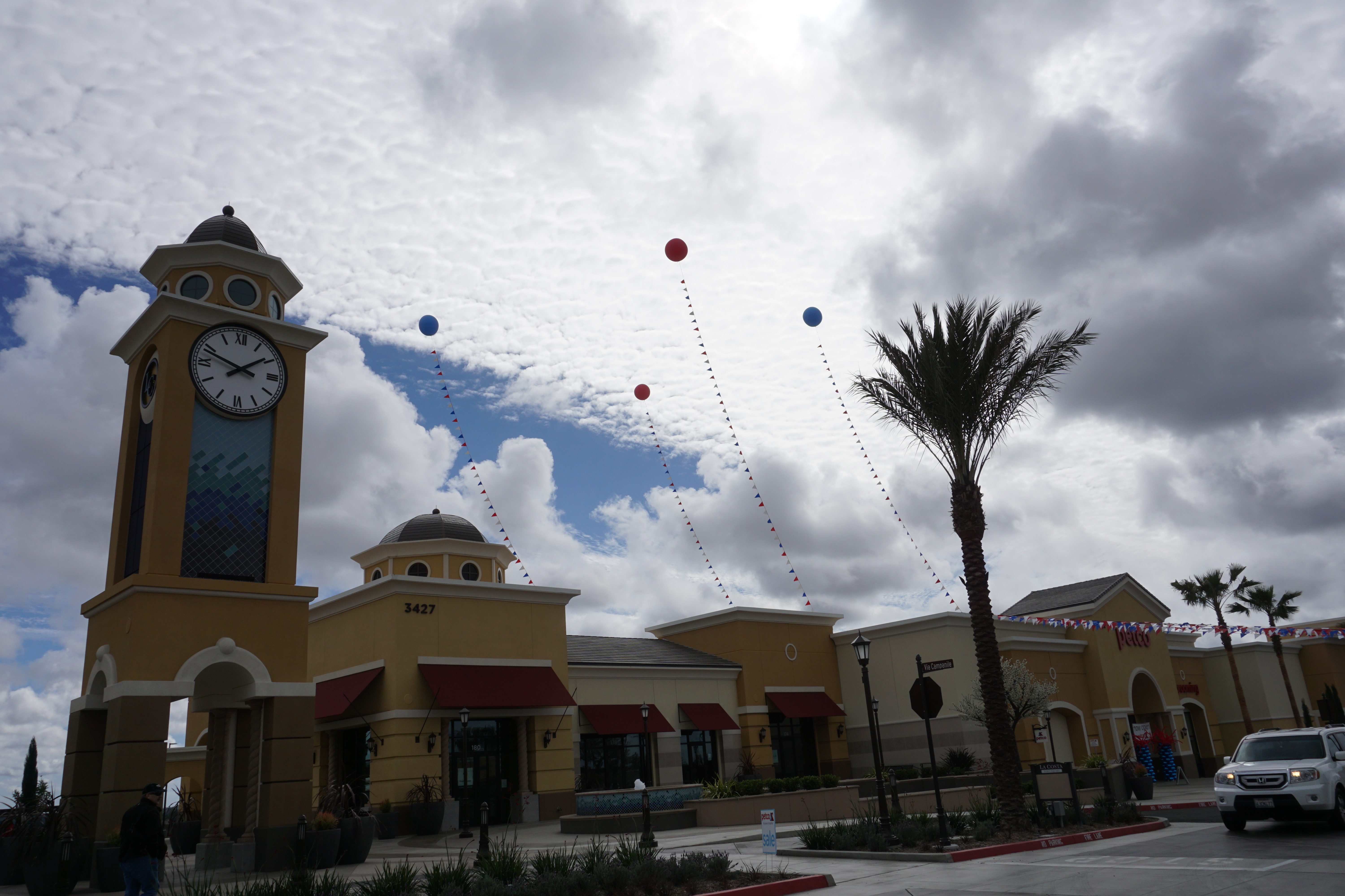 balloons over the strip mall