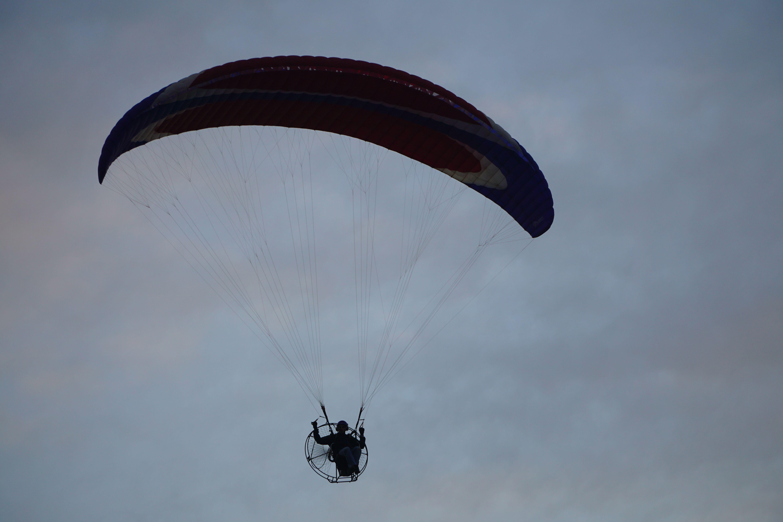 hang glider up close